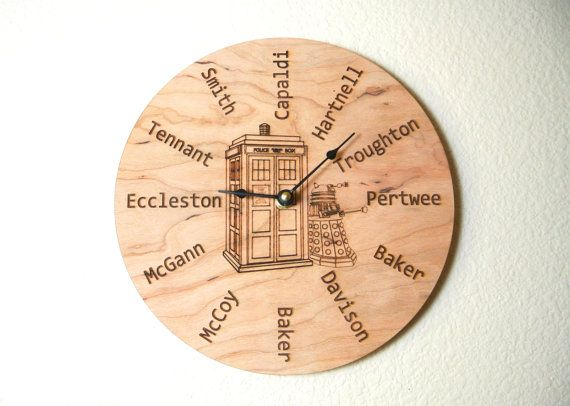 12 Doctor Who Clock with the TARDIS and Dalek por TallTaleLaser