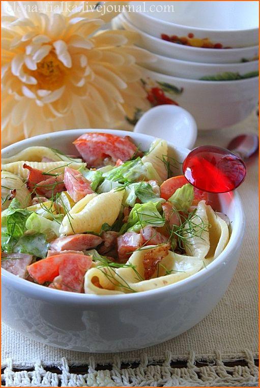Салат с пастой, сырокопченой телятиной и овощами