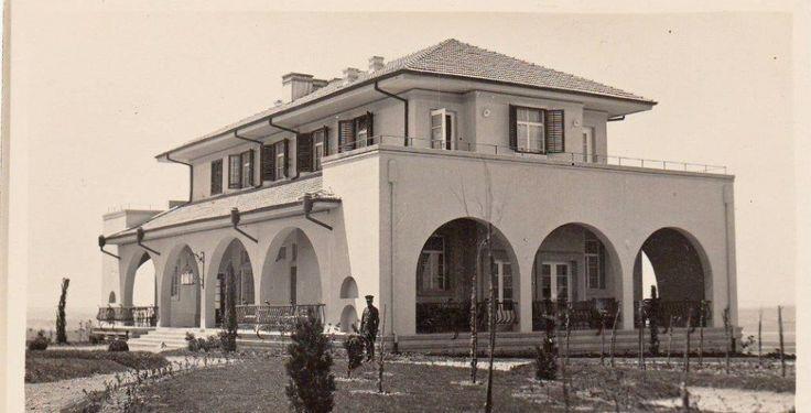 'Beyaz Saray' diye adlandıran Başbakanlık yeni binasının yükseldiği Atatürk Orman Çiftliği'nin (AOÇ) mazisi Kurtuluş Savaşı'na kadar uzanıyor. Hülya KARABAĞLI Çiftlik, Atatürk'ün çiftlik kurma, tarım ve üretim yapma hayallerinden doğuyor.