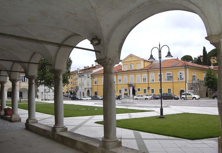 Piazza S. Antonio. Palazzo Strassoldo.