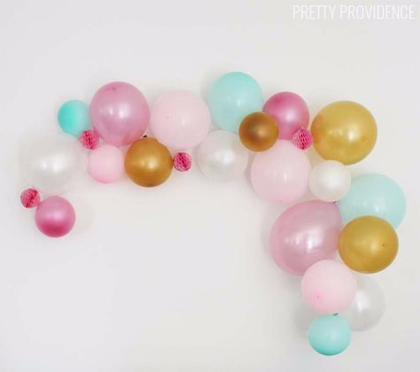39 Easy DIY Party Decorations - Easy DIY Balloon Garland - Quick And Cheap Party Decors, Easy Ideas For DIY Party Decor, Birthday Decorations, Budget Do It Yourself Party Decorations http://diyjoy.com/easy-diy-party-decorations