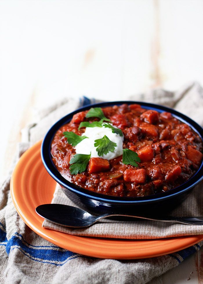 Slow Cooker Quinoa, Sweet Potato & Black Bean Chili - this healthy, fat-free and vegetarian chili is so easy and made in a SLOW COOKER!