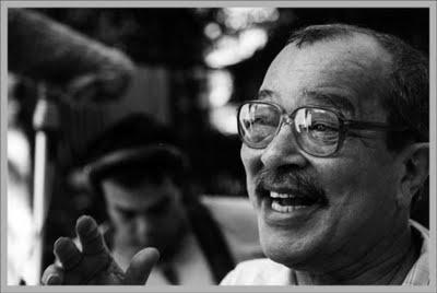 João Ubaldo Ribeiro - é um escritor, jornalista, roteirista e professor brasileiro, formado em direito e membro da Academia Brasileira de Letras. É ganhador do Prêmio Camões de 2008, maior premiação para autores de língua portuguesa. Ubaldo teve algumas obras adaptadas para a televisão e para o cinema, além de ter sido distinguido em outros países.