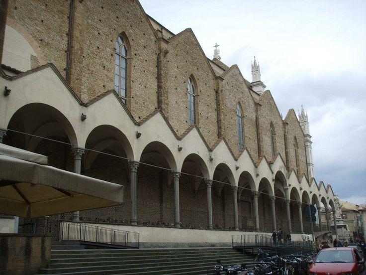 Santa Croce, portico laterale su via San Giuseppe.