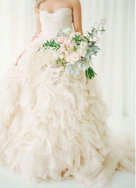 14 best Brautkleider mit einem Hauch Farbe images on Pinterest ...