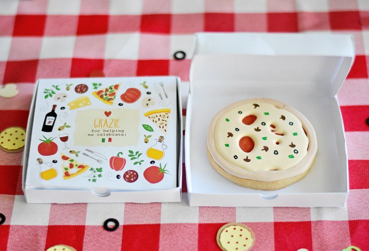Fun pizza party favors for your kids pizza birthday party!