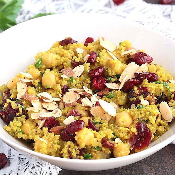 Un'insalata di quinoa di ceci marocchino