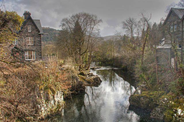 Betws-y-Coed è la porta di ingresso al parco di Snowdonia. Oltre alla natura incaltevole ci sono i ponticelli e le case di pietra e un'atmosfera che fa pensare ad una favola un po' dark.
