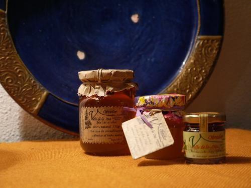 ¡Para los más golosos de la casa! Miel de Azahar Valle de la Osa 100%natural. https://www.andaluciadecompras.es/portal/  Manos expertas de artesanos siguen la forma y el saber hacer de sus antepasados, respetando recetas ancestrales consiguiendo una mermelada totalmente distinta a la que acostumbramos a comprar en cuanto a textura y sabor. Las encontrarás en Zaguán24.