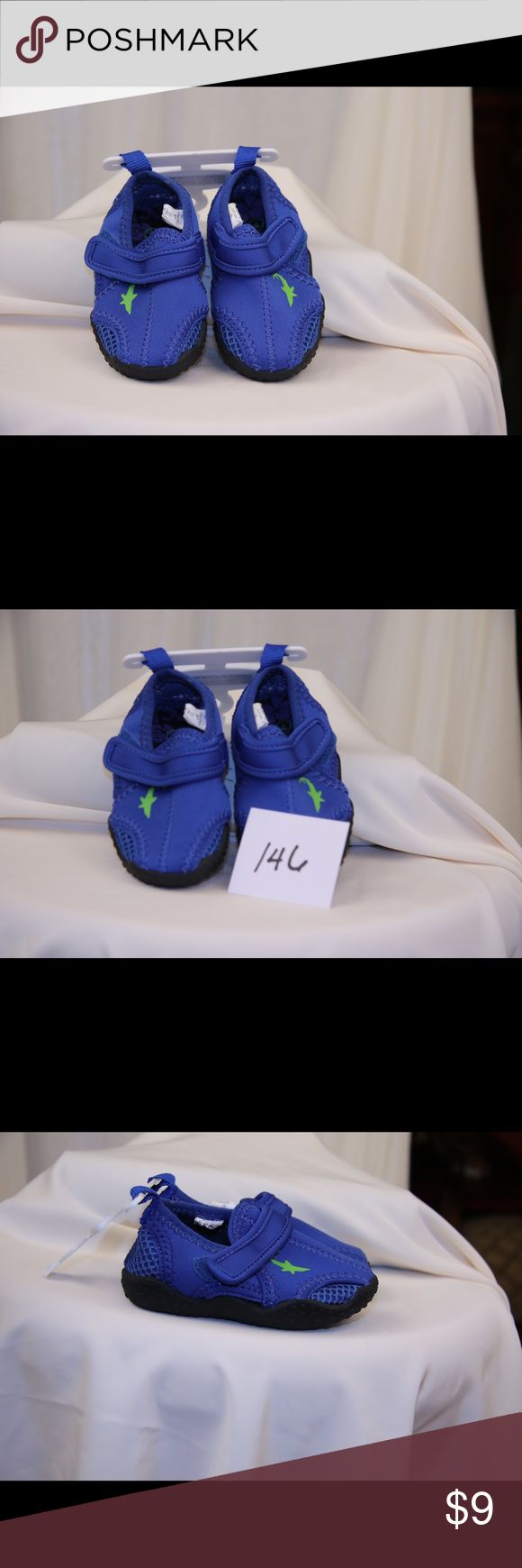 Kids Koala Kids Water shoe pull-on in blue size 4 These Koala Kids water shoes are blue with green accents ,size child's 4. They are NWOT. Koala Kids Shoes Water Shoes