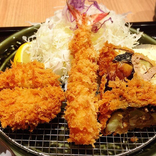 トンカツ屋さんで揚げ物ランチ🍤 たくさん運動しなくては…  #肉#とんかつ#豚#ランチ#和幸#定食#和食#日本食#海老フライ#揚げ物#茄子のはさみ揚げ#Japanesefood#lunch#tokyo#gourmet#delicious#キャベツおかわり#pork#shrimp