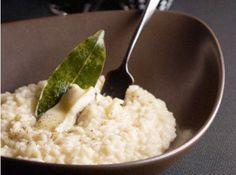 Receita de Risoto aos Quatro Queijos - risoto a ultima concha do caldo, os 4 queijos, sal e pimenta-do-reino. Por ultimo, misture o resto da manteiga e a salsinha, desligue o fogo e...