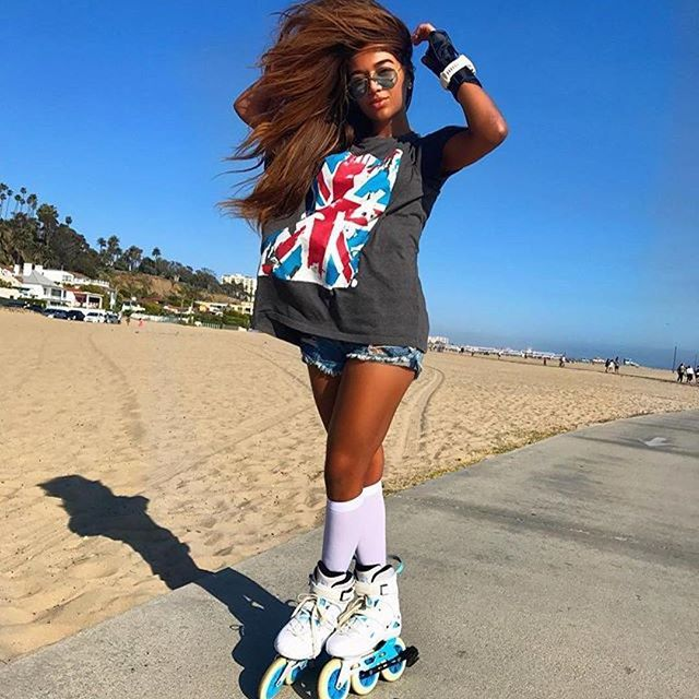 😎😎😎 #Repost @jubenedict ・・・ Tô com a camiseta errada? 🇬🇧🤔 #roller #rollerskate #3x3wheels #inlineskate #imperial #beach #califonia #losangeles #rollergirl #santamonica #usa #megacruiser #powerslide #rollerblading #patines #patins #triskates