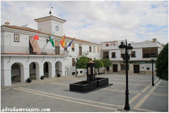 Montemayor, Córdoba  Ayuntamiento de Montemayor, Córdoba Castillo de los Duque de Frías en  Montemayor, Córdoba   Fue objeto de sucesivas ampliaciones y reformas, que le dan su aspecto actual. Consta de tres torres en disposición triangular en torno a...
