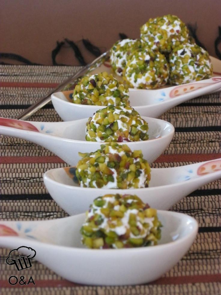 Palline di ricotta e pecorino ai pistacchio. #fingerfood #loucasfingerfood