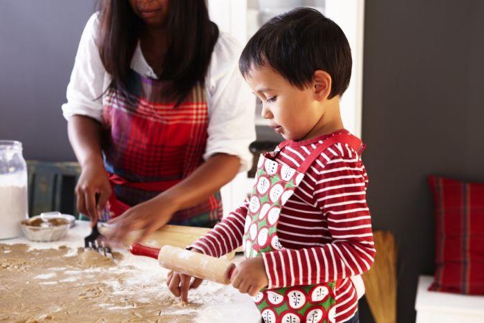 Τα παιδιά λατρεύουν τα Χριστούγεννα και θα χαρούν πολύ να συμμετάσχουν στις προετοιμασίες!