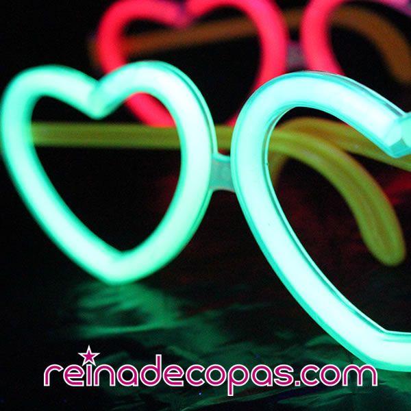 Gafas luminosas en forma de corazón. Úsalas una y otra vez, solo cambia las barritas luminosas cuando dejen de brillar.... http://www.reinadecopas.com/es/15-gafas-luminosas