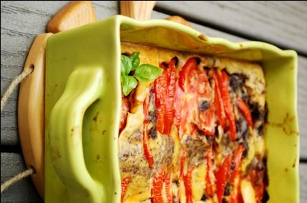 clafoutis marbre tomates:  120 gr de farine-35 gr de parmesan-herbes-3 oeufs-30gr d huile olive-250 ml de lait-100gr de feta-2 tomates ou tomates cerises-