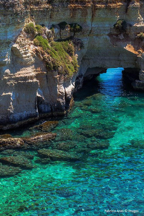 ✯ Porto Azzurro, Italy Insel Elba, in der Toskana Italien - Hauptort der Insel. Wundervolle Küste voller Felsen und türkis blauen Meer.