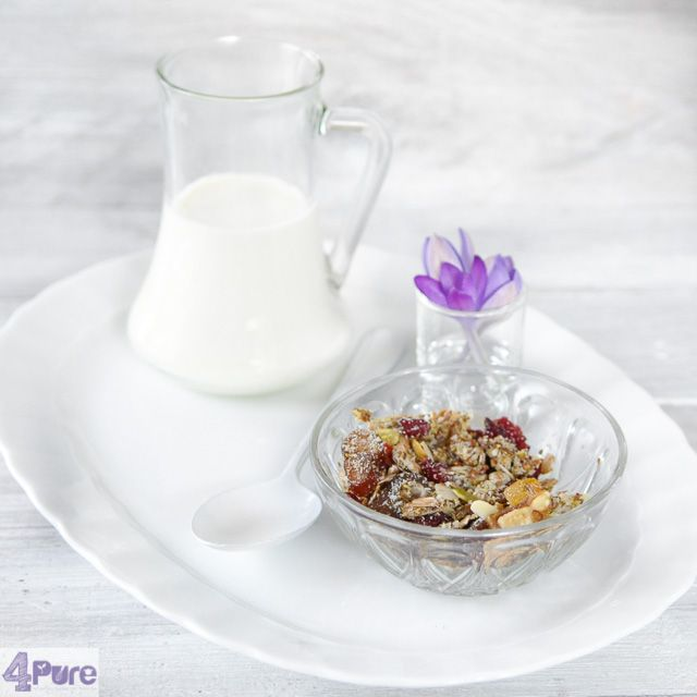 Detox muesli - English recipe - Detox muesli, sounds like a healthy breakfast! A simple recipe full of grains, nuts and berries. And great to eat as breakfast in the morning. Try it!