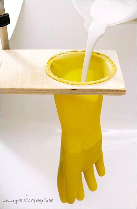 Fabriquer une main en plâtre.