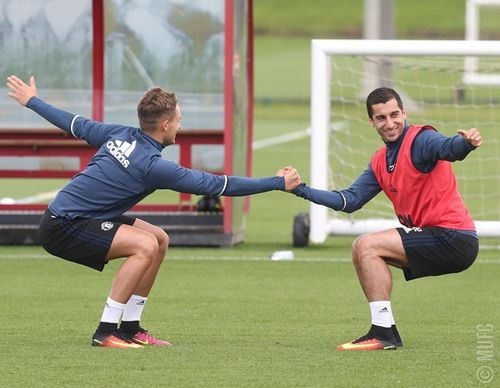 New United signing Mkhitaryan partnered Adnan Januzaj as the Manchester United players warmed up