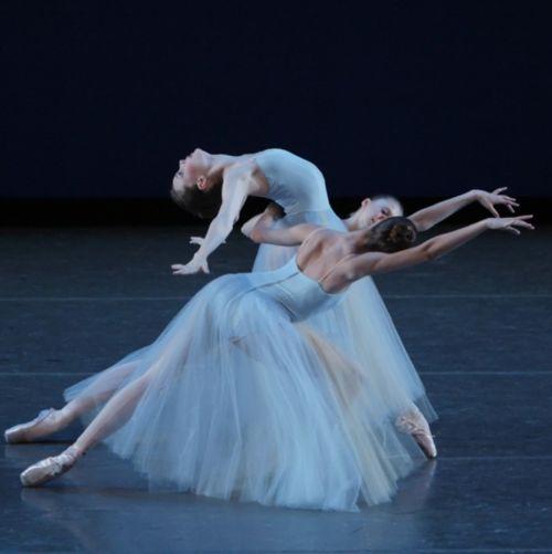 Serenade, Choreography by George Balanchine, Photo: Paul Kolnik #ballet