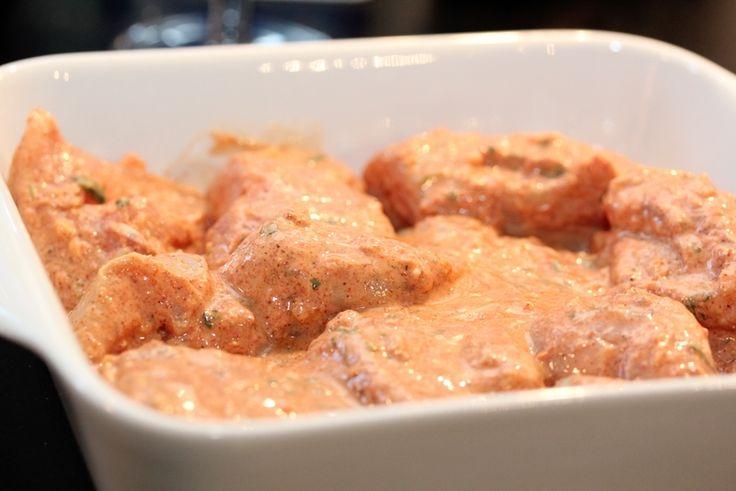 » Chicken Tikka Masala med raita og nanbrød