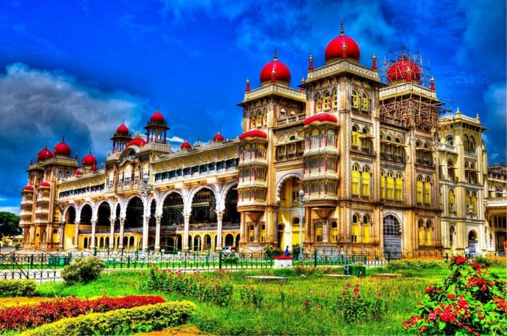 http://ru.esosedi.org/IN/KA/1000476158/maysurskiy_dvorets/  Майсурский дворец – #Индия #Карнатака (#IN_KA) Говорят, что Майсурский дворец почти так же знаменит, как Тадж-Махал. Наверное, поэтому мы о нём раньше и не слышали. Мы же не любим банальные и общеизвестные достопримечательности.