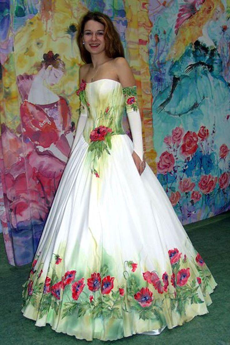 Каких только свадебных платьев не бывает! Ярким и оригинальным сделать образ невесты сможет платье с вышивкой. С ручной вышивкой. А лучше какого-нибудь яркого цвета. Чаще всего такие платья предполагают тематическую свадьбу в народном стиле, но так же есть просто красивые и нежные узоры, которые придают неповторимую изюминку образу невесты. Предлагаю вам рассмотреть запоминающиеся платья с оригинальным дизайном и ручной вышивкой.