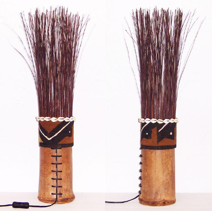COWRIE lamp van bamboe, gras, mud cloth en schelpen