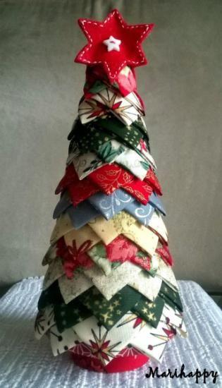 arbol navidad patchwork  telas de algodón  fieltro,cono pórex,alfileres  cartón patchwork sin costura