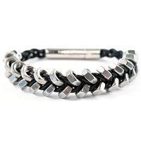 Spiry Metallics - 2-reihiges Armband aus Muttern von Kathrin Schuller. Lederarmband für Männer und Frauen.