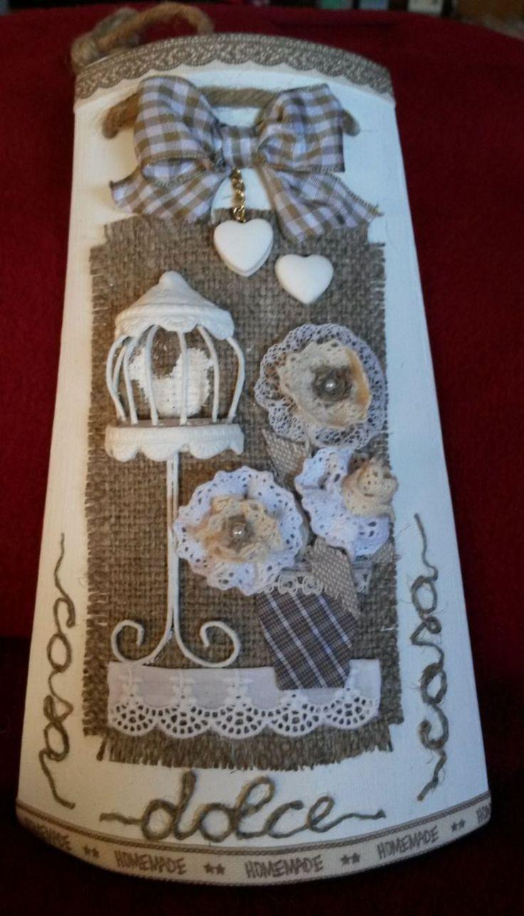 Tegola shabby con gabbietta, decorata da Paola Verderio