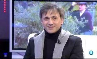 Jose Motá presenta su nuevo programa en el plató de QTTF  http://www.telecinco.es/quetiempotanfeliz/nuevas-secciones-noche-Jose-Mota_2_1551405051.html