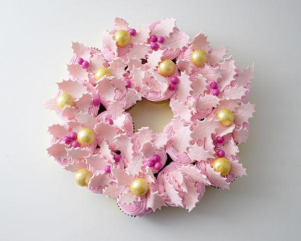 Wow гости с этим стресс-бесплатный десерт | DIY Кекс Венок | по Cakegirls для TheCakeBlog.com
