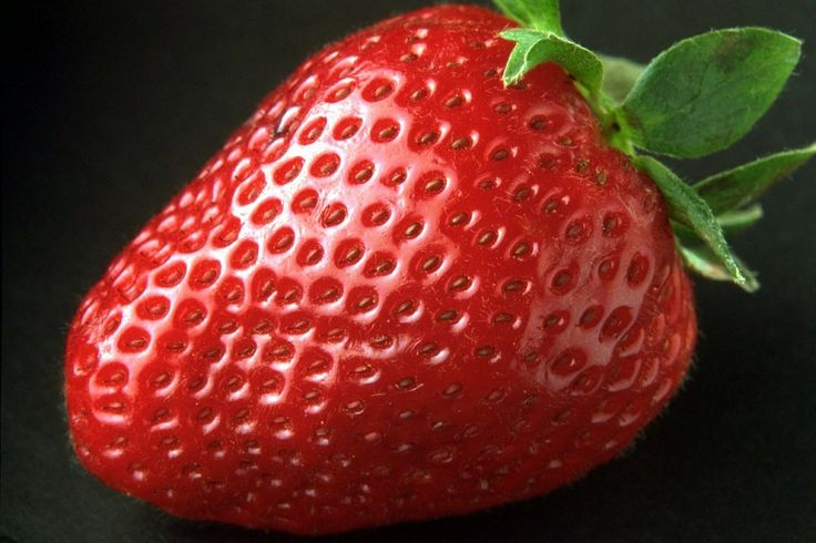 Strawberries : 12 Foods You Can Use On Your Face Instead Of Beauty Products | TOAT