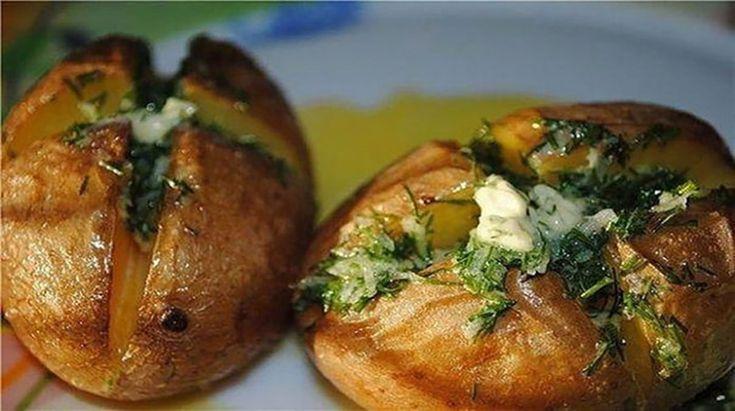 """Vă prezentăm o rețetă excelentă de cartofi la cuptor super aromați, apetisanți și foarte delicioși. Această rețetă este soluția ideală atunci când în bucătărie aveți doar câteva ingrediente banale și doriți să preparați un prânz delicios pentru toată familia. """"Cartofii aromați la cuptor"""" se prepară foarte simplu, este o mâncare economică, dar extrem de gustoasă …"""