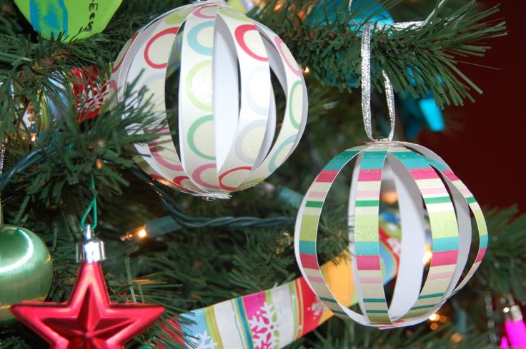 Just Deanna: Easy Paper Globe Ornaments. Great idea for a school Christmas party!