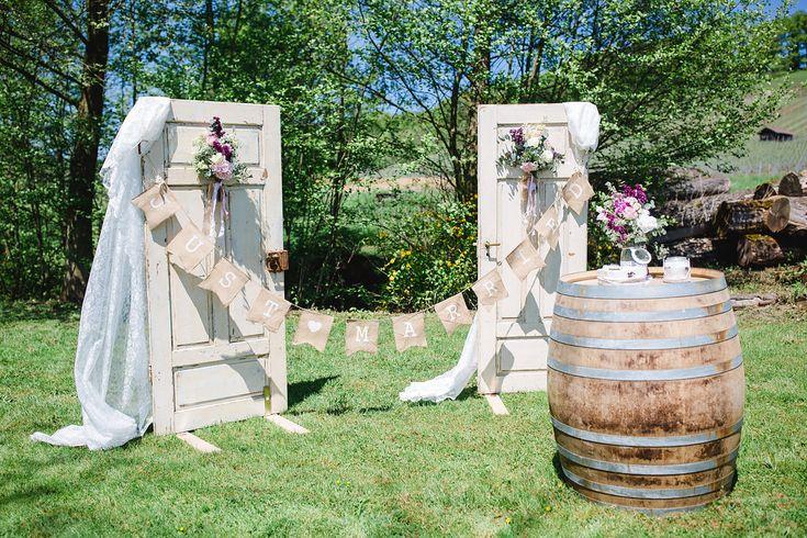 Trauung Dekoration - Vintage Gartenhochzeit auf dem Steinbachhof | Hochzeitsblog - The Little Wedding Corner