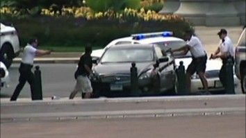 Skyter mot politiet med tre barn i bilen - Nyheter - VGTV