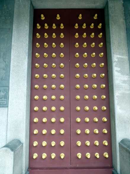 A close-up of one of the main doors of the Lingxing Gate at Taipei Confucius Temple.