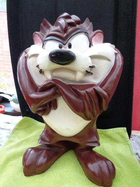 Tasmaanse duivel standbeeld  Tasmaanse duivel standbeeldHoogte 47 cm.Breedte 30 cm.Gewicht 31 kiloIn goede staat maar gebruiktUit de film Looney Tunes: naam Taz  EUR 45.00  Meer informatie