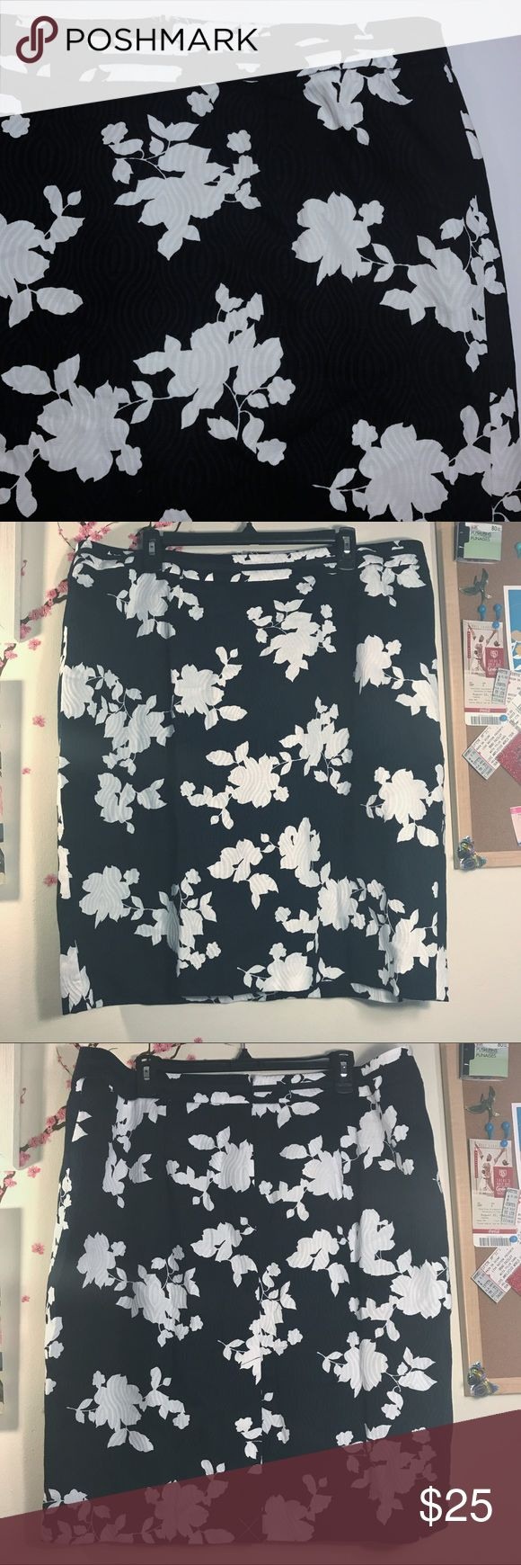 Talbots Woman Navy, Black and White Floral Skirt. This floral patterned skirt has a subtle background of navy and blue. Lining is navy. Zips up the back and split detail at the back as well. Shell: 100% cotton, lining: 100% cotton. Size 16W. Pre-owned.   20 in flat waist 23.5 In Length Measurements are approximate; please allow for human error.   Smoke-free home / No trades / Priced for offers Talbots Skirts Midi