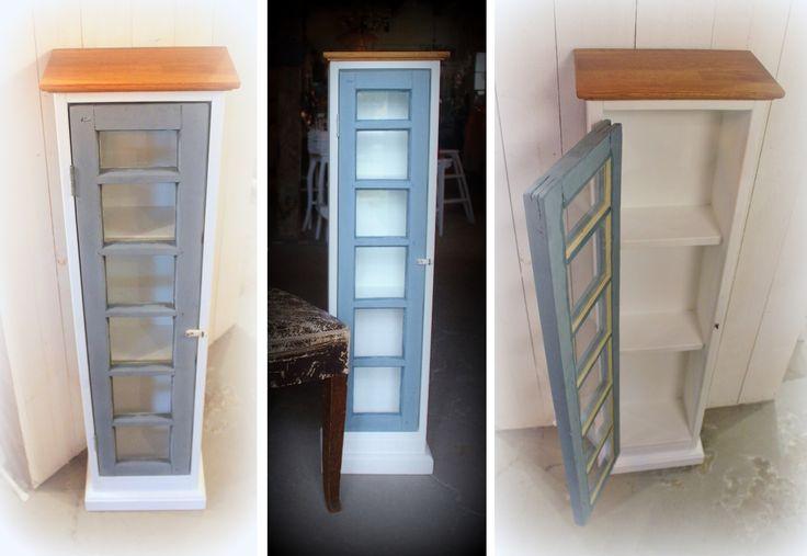 Frid & Fröjd Stockamöllan. Vitrinskåp. Luckan är ett gammalt ovanfönster till dörr. Resten är egen design och tillverkning.