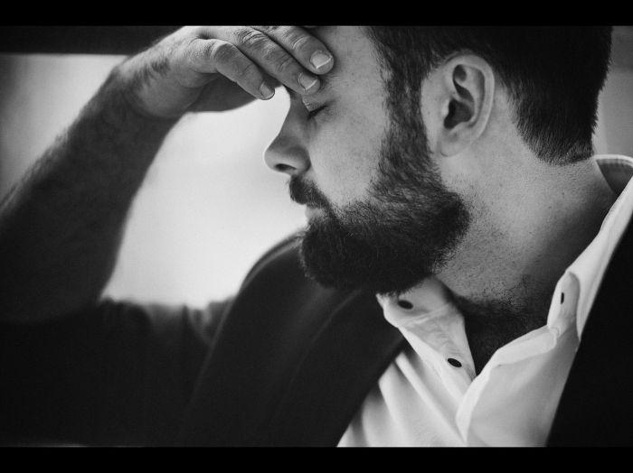 Черно-белая мужская фотография
