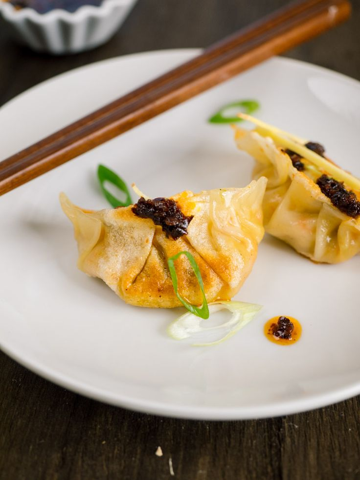 Vegetarian Dumplings with Ginger and Cabbage | These pan fried Chinese vegetarian dumplings with ginger and cabbage are paired with an easy dipping sauce recipe. The perfect way to celebrate Chinese New Year. | SeasonedVegetable.com #vegetarianrecipes #potstickers #dumplings