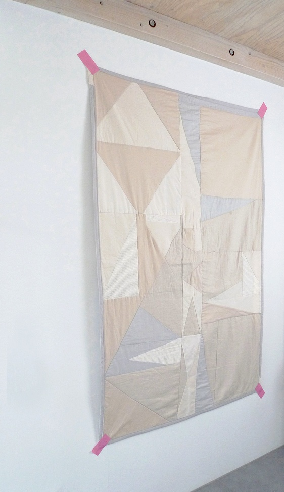nice use of neutral colors in this pretty quilt....could be nice with a colorful + bright binding!