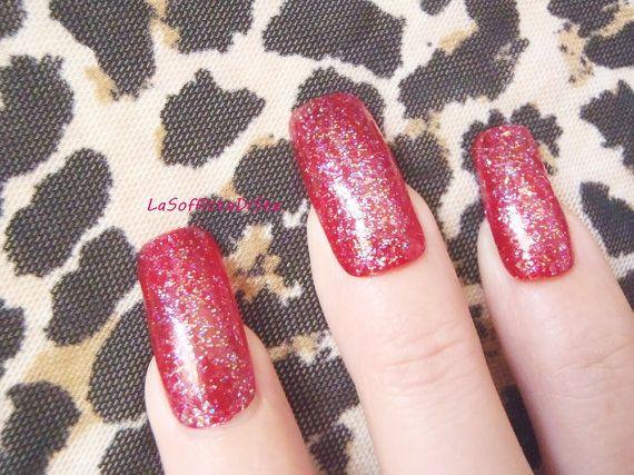 unghie finte rosso glitter squoval nail art di LaSoffittaDiSte