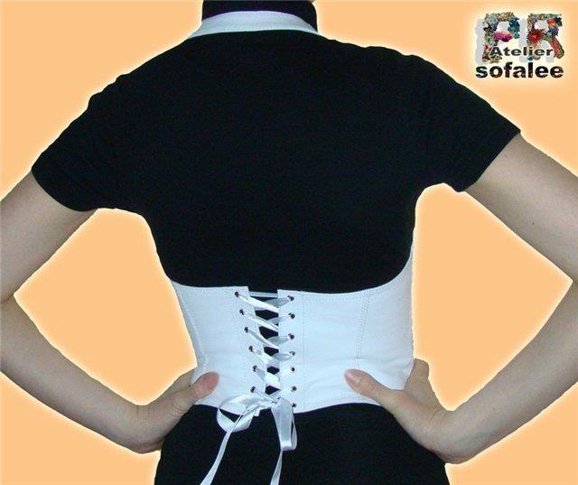Блузка с открытой спиной и воланами выкройка